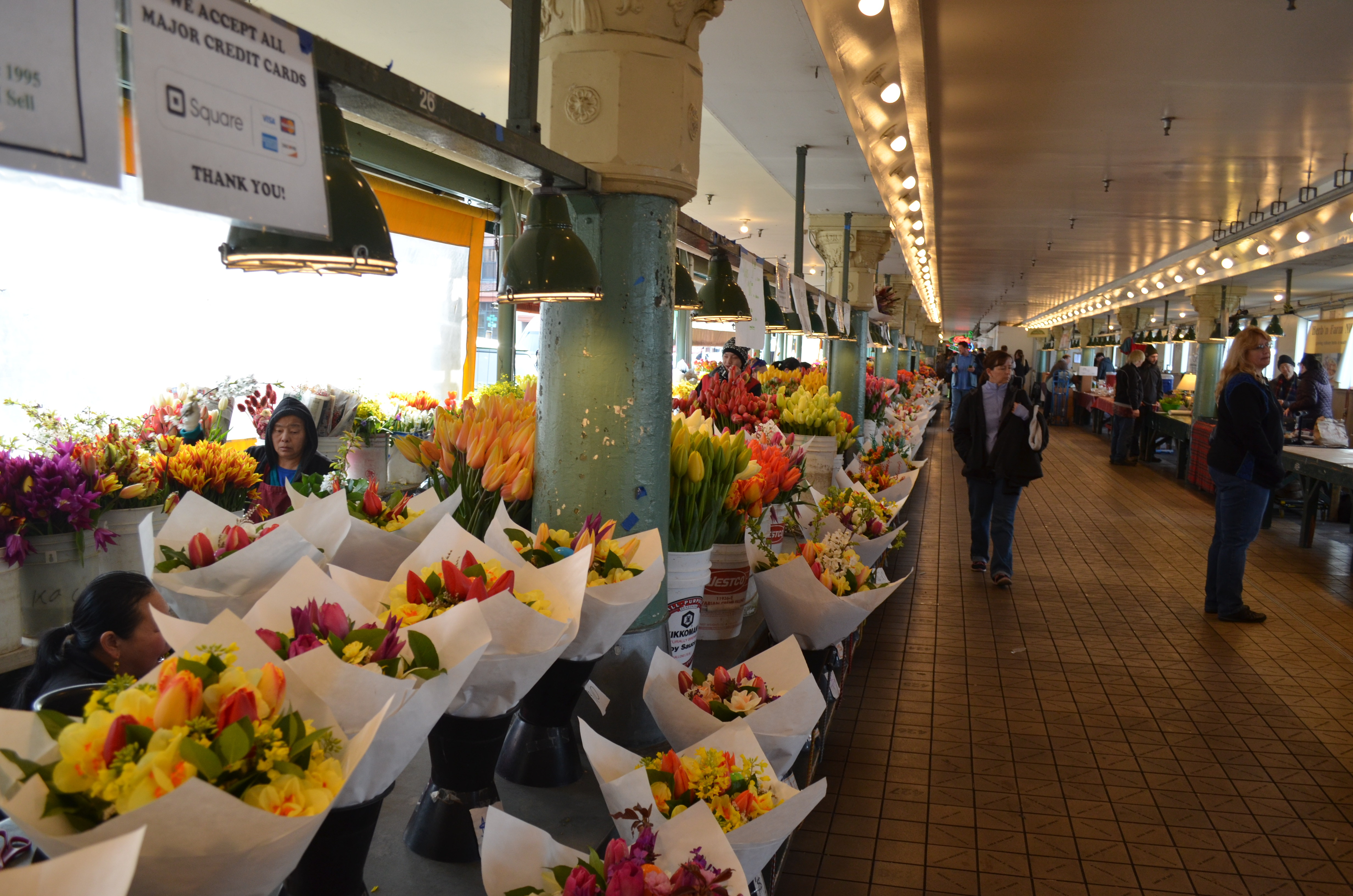 Seattle: Pikes Place Market and Chihuly Garden and Glass | World On ...